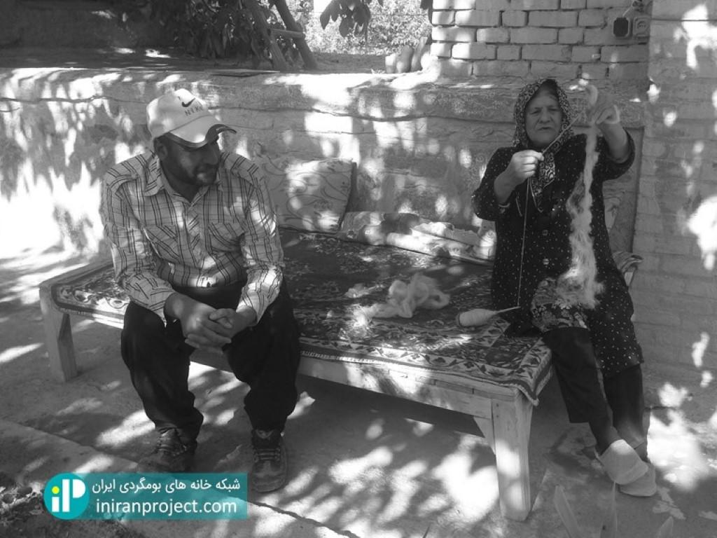 تصویر عمه اکرم و حسین آقا - مادر و فرزند گرجی در همسایگی خانه جواهری