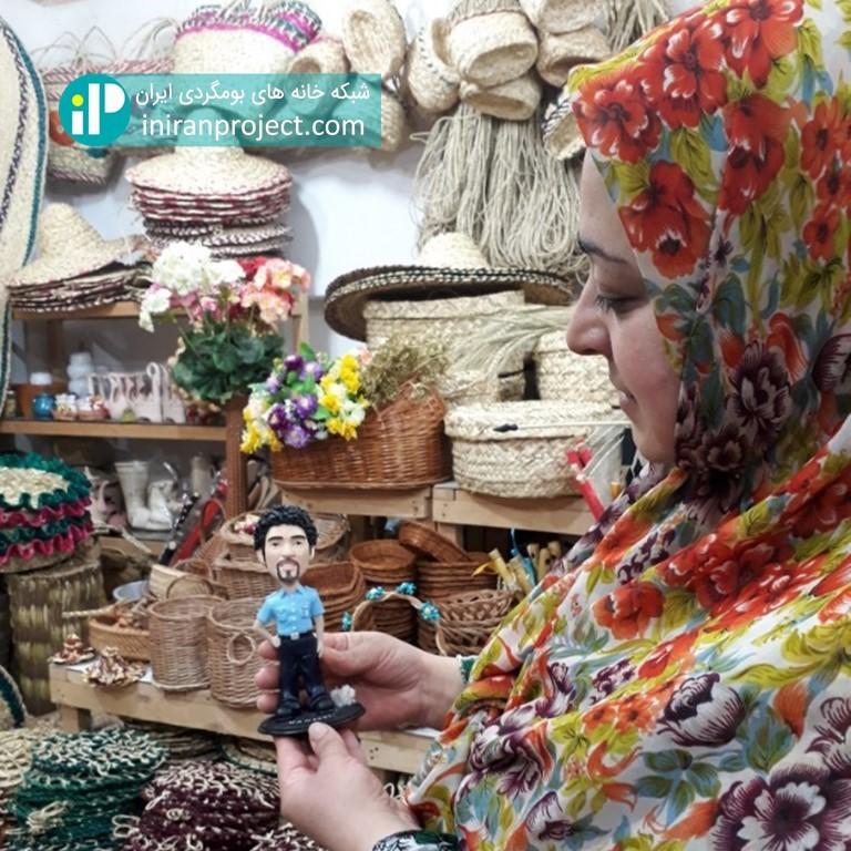 تصویر خانم بردبار - مدیریت خانه بومگردی تلارخانه بردبار