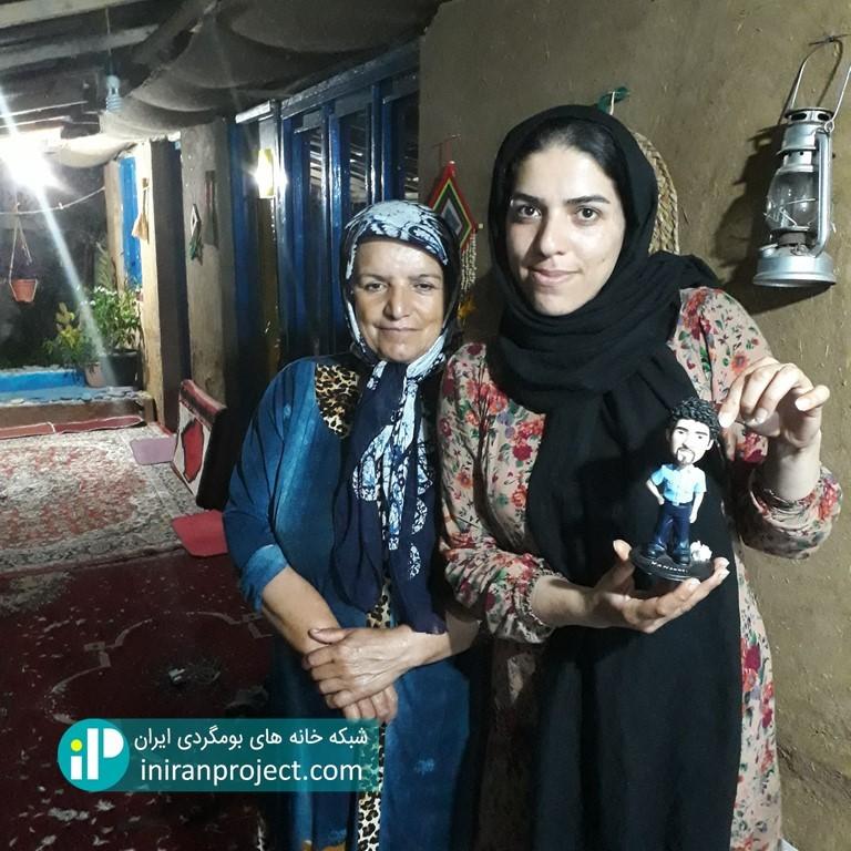 تصویر سمیرا هاتف و خاله مریم در خانه بومگردی دیلمای
