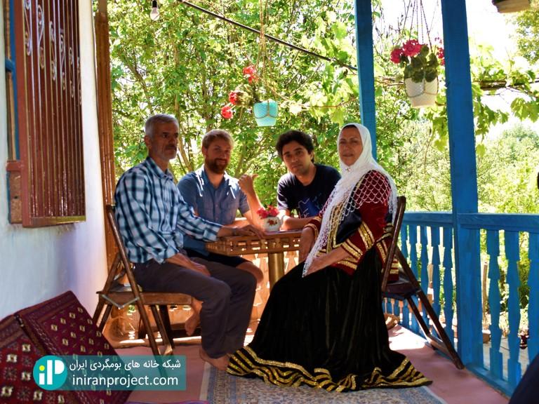 تصویر خانواه فلاح نژاد، میزبان ما در این خانه بومگردی زیبا
