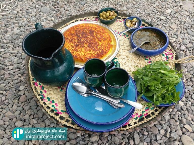 تصویری از غذای گیلانی تدارک دیده شده در خانه بومگردی گالش کولام