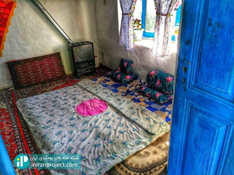 تصویری از طراحی داخلی سنتی اتاق های خانه بومگردی گالش کولام