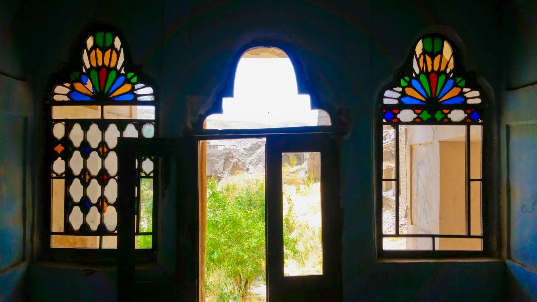 نمایی از خانه ای قدیمی در اطراف خانه بومگردی جواهری