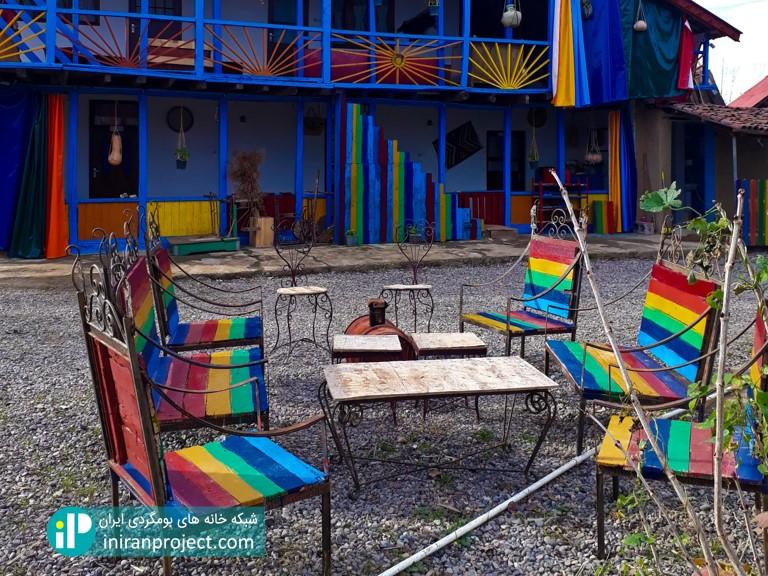 ترکیب رنگی استفاده شده در خانه بومگردی تکرم