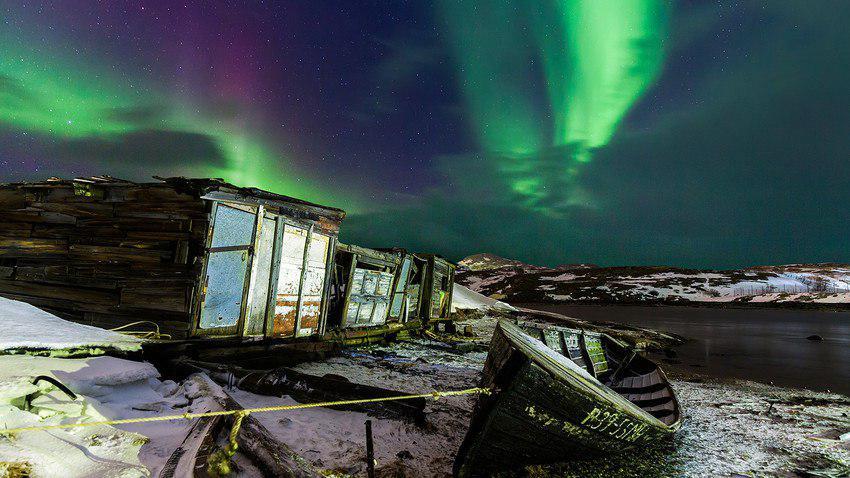 شفق قطبی در گورستان کشتی های تریبریکا