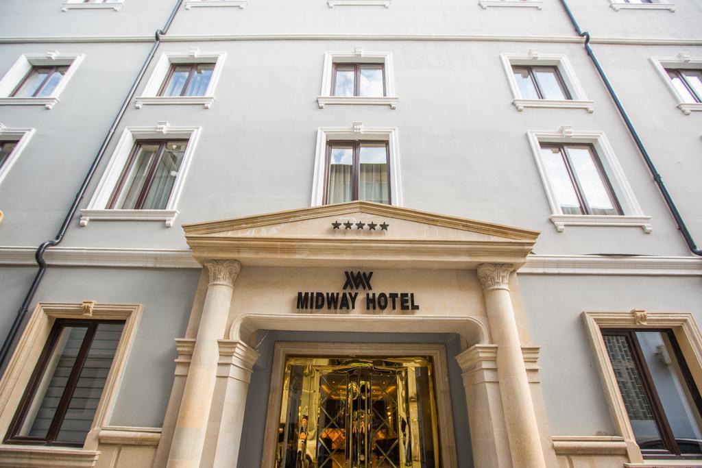 هتل 5 ستاره Midway Hotel یکی از هتل های ما در تور باکو نوروز 99
