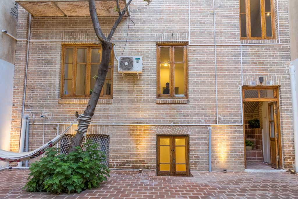 نمای داخلی ساختمان شماره 2 هاستل سلام تهران