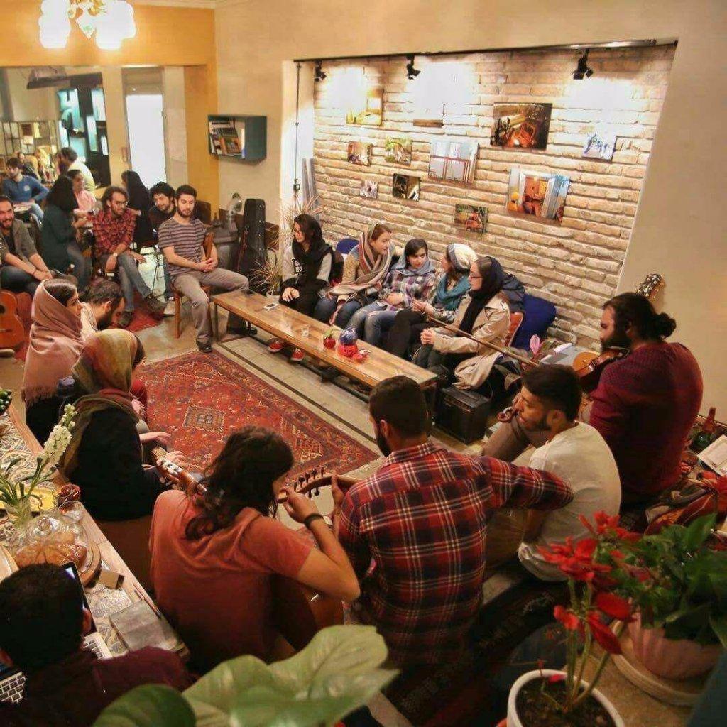 کافه هاستل کوژین، تنها فضایی که شهروندان ایرانی امکان حضور در آن را دارند